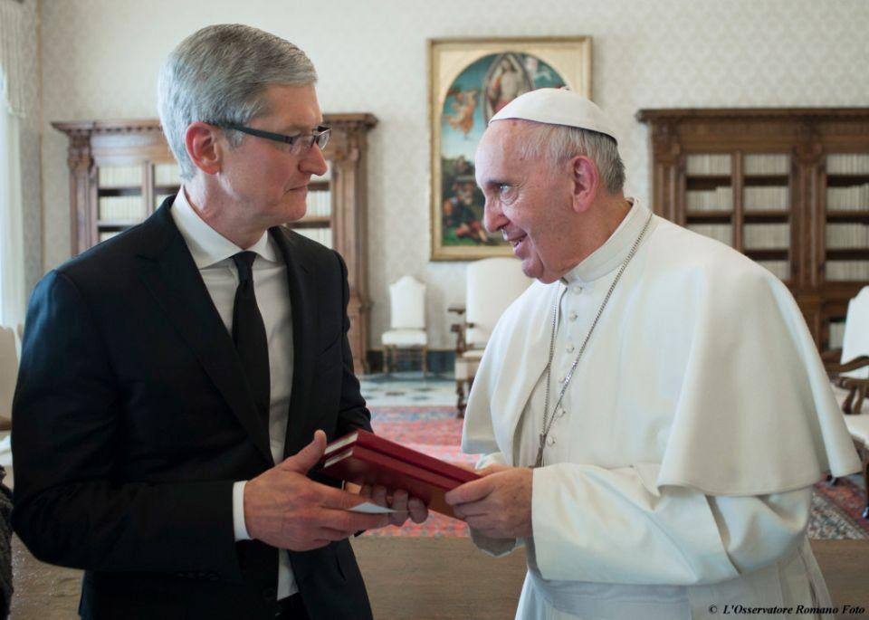 Pope Francis exchanges gifts with Apple CEO Tim Cook, during a private audience at the Vatican, Friday, Jan. 22, 2016. (L'Osservatore Romano/Pool Photo via AP)