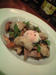 ヨーロッパ産天然キノコのソテー 牡蠣のムニエルと温玉添え@トゥールネ・ラ・ページュ