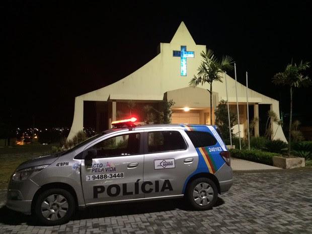 Noiva foi assaltada antes de entrar na Igreja de Nossa Senhora das Graças, em Caruaru (Foto: Itthallyne Marques/TV Asa Branca)