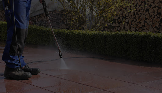 Pressure Washing Services in Lemont, IL. Concrete cleaning, siding washing plus more!