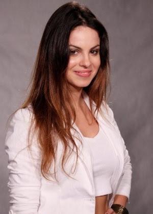 """A atriz Sthefany Britto durante coletiva de imprensa de """"A Vida Da Gente"""" (13/9/2011)"""