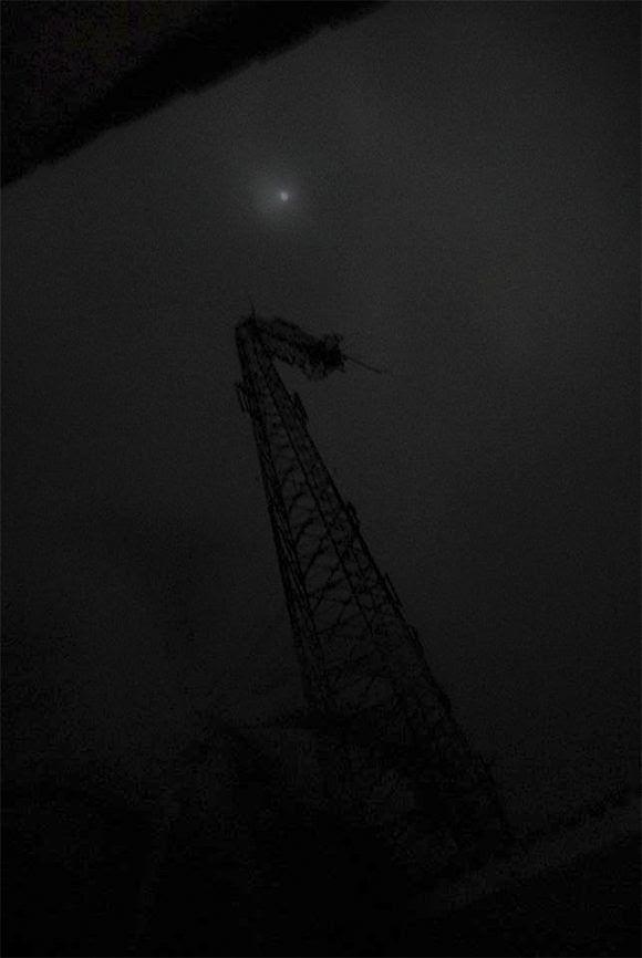 Así quedó la torre del centro telefónico de Cayo Coco luego del impacto del Huracán Irma. Foto: Alejandro García Sánchez/ Periódico Invasor.