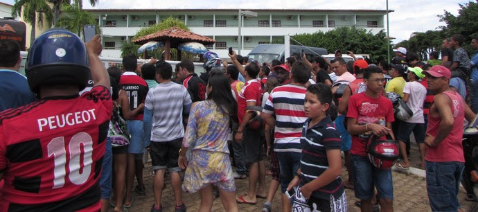 Torcida chegada Flamengo Juazeiro do Norte (Foto: Juscelino Filho)