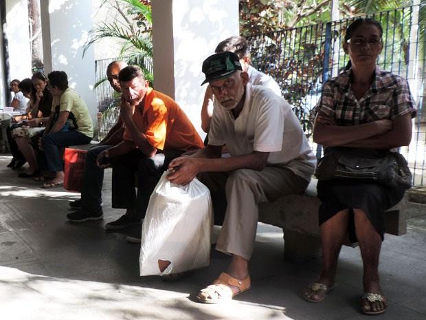 Muitos beneficiários achram que o atendimento seria retomado nesta terça (29) e estiveram na agência do INSS no Recife para tentar a liberação do benefício ou a marcação da perícia médica (Foto: Marina Barbosa / G1)