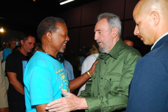 Foto de Archivo Fidel saluda a Lucius Walker, líder de los Pastores por la paz. 25 de julio de 2010 Foto: Estudios Revolución