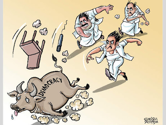 Tamil Nadu politicians chase away the bull of 'democracy' - Oneindia
