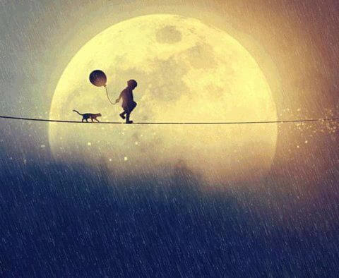Niño caminando con su gato y un globo cerca de la luna