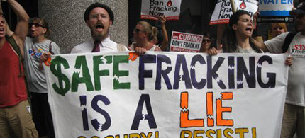 Thousands gathered to demonstrate against hydraulic fracturing in Washington. (photo: EcoWatch)