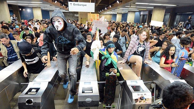 Sao Paulo y Río de Janeiro ceden a la presión de los manifestantes y bajan el precio del transporte