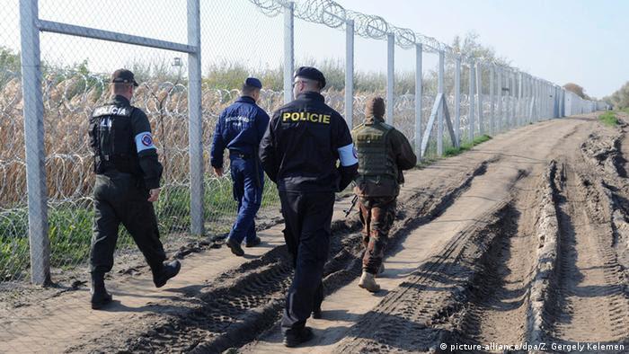 Grenzpatrouille an der ungarisch-serbischen Grenze (Foto: picture-alliance/dpa/Z. Gergely Kelemen)