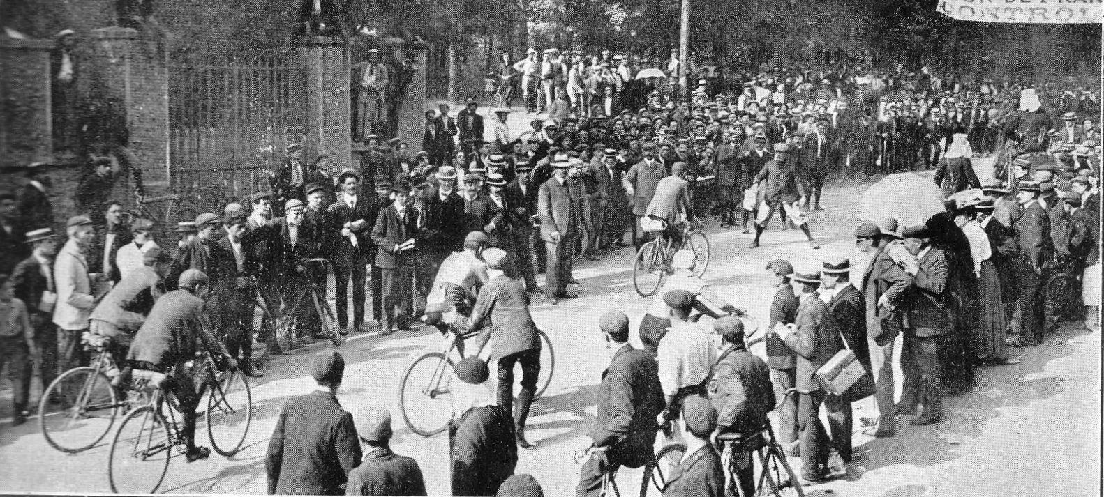 http://upload.wikimedia.org/wikipedia/de/3/3b/Tour_de_France_1907_Ville_d%27Avray.jpg