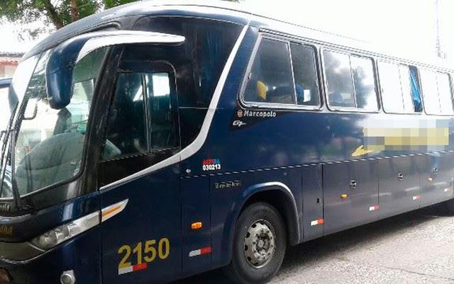 Ônibus foi assaltado após deixar rodoviária em Feira de Santana (Foto: Aldo Matos/Site Acorda Cidade