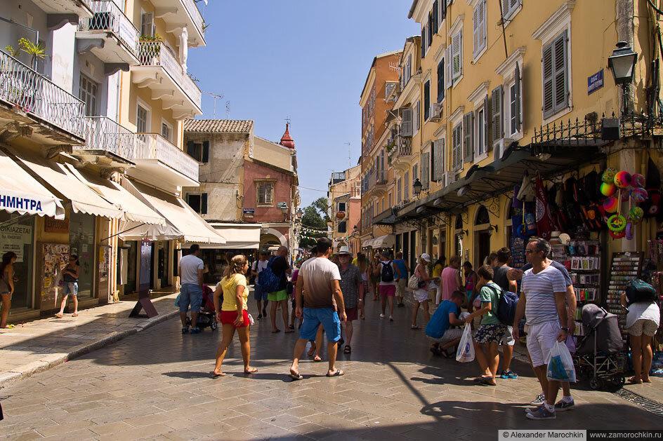 На улицах Керкиры, о. Корфу, Греция