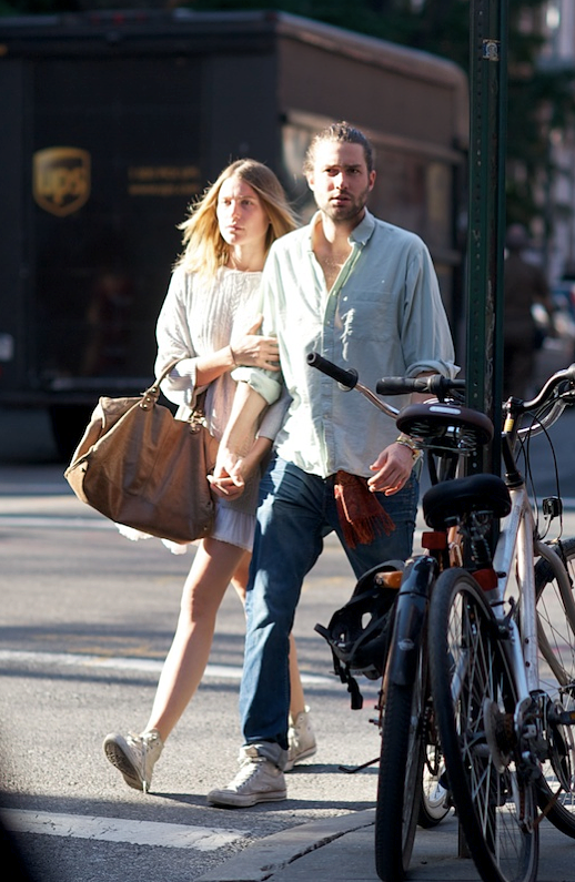 LE FASHION BLOG STREET STYLE STYLISH COUPLES BEARDS BABES DREE HEMINGWAY MODEL PHIL WINSER CABLE KNIT FISHERMAN SWEATER OVER PLEATED WHITE SKIRT HIGH TOP CONVERSE CHUCK ALL STAR SNEAKERS BROWN LEATHER BAG MENS STYLE VIA TWO KOOLS