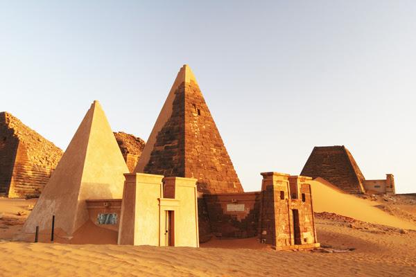 perierga.gr - Το Σουδάν έχει περισσότερες πυραμίδες από την Αίγυπτο!