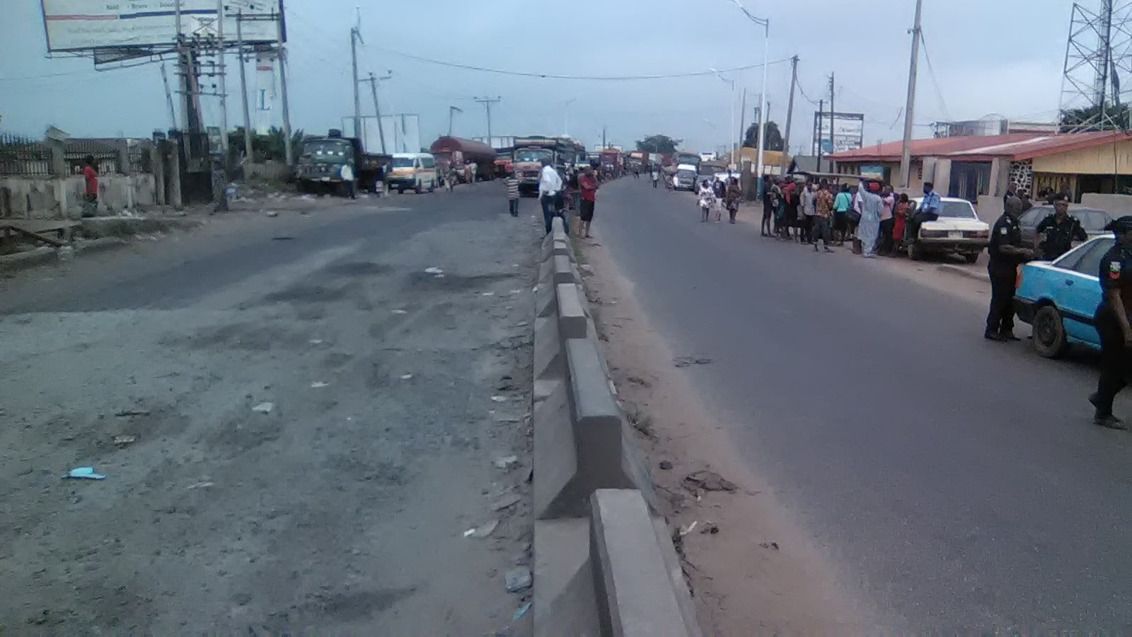 Anambra Decides: Niger bridge blocked, commuters stranded [PHOTOS]