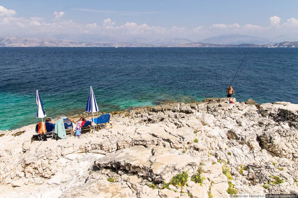 Морщинистые скалы в Кассиопи (Корфу)