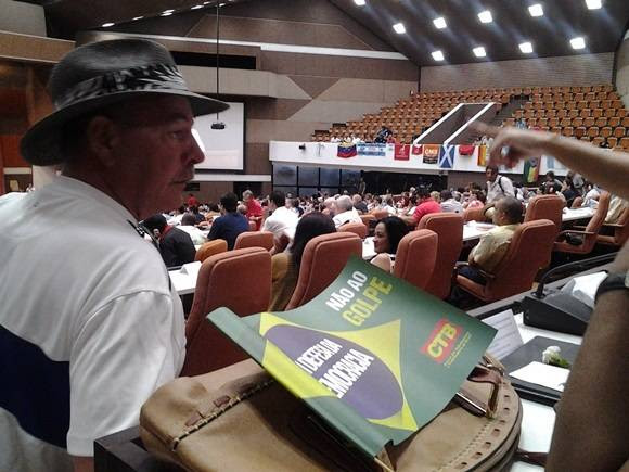 Sindicalistas y organizaciones sociales de todos los continentes demandaron hoy, en esta capital, el cese del bloqueo económico , financiero y comercial que imponen los Estados Unidos a Cuba. Foto: Oscar Figueredo / Cubadebate.