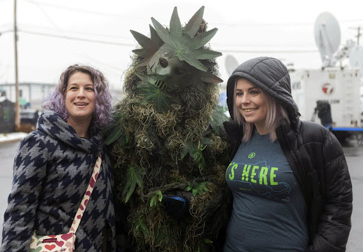 Green Tuesday: Crowds line up at 1st East Coast pot shops