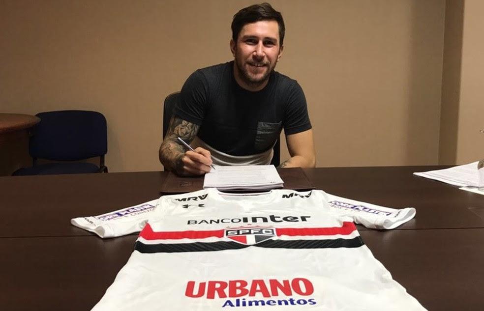 Jonatan Gomez assinou com o São Paulo até 2020 (Foto: Site oficial do SPFC)