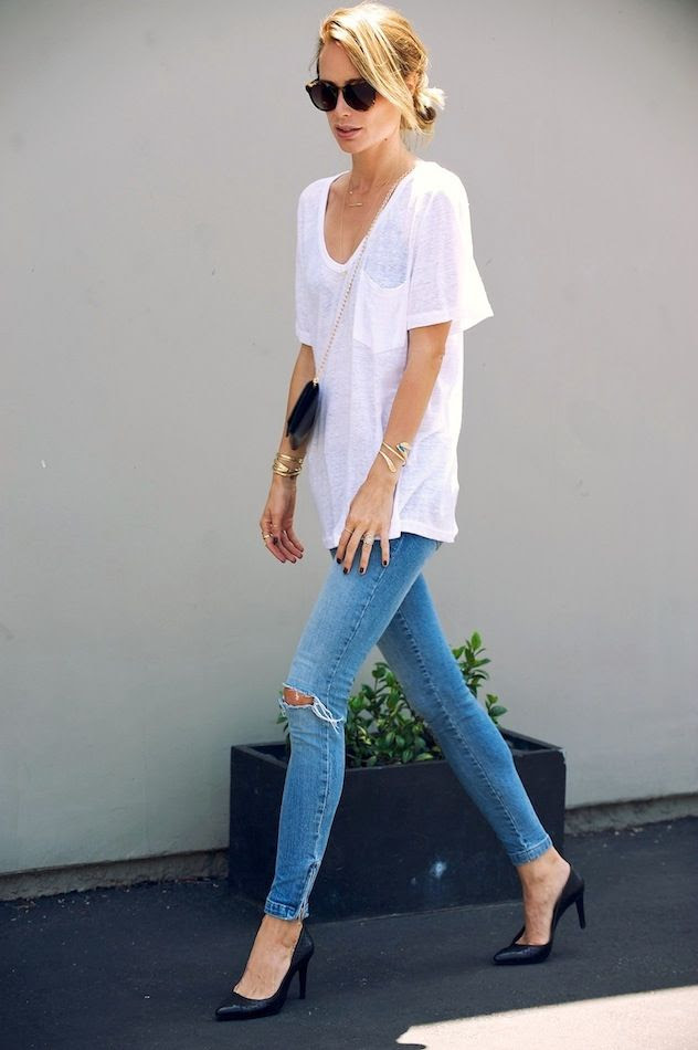 Le Fashion Blog LA Casual Anine Bing Linen Tshirt Chain Crossbody Bag Bracelets Ripped Knee Skinny Ankle Zip Jeans Black Heels photo Le-Fashion-Blog-LA-Casual-Anine-Bing-Linen-Tshirt-Chain-Crossbody-Bag-Bracelets-Skinny-Ankle-Zip-Jeans-Black-Heels.jpg