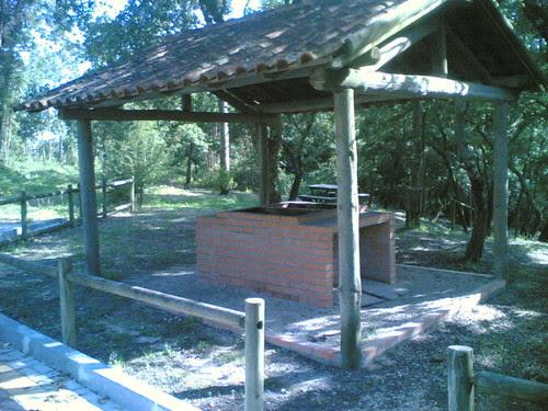 Parque d Merendas de Gatões: Churrasqueira (M-o-V