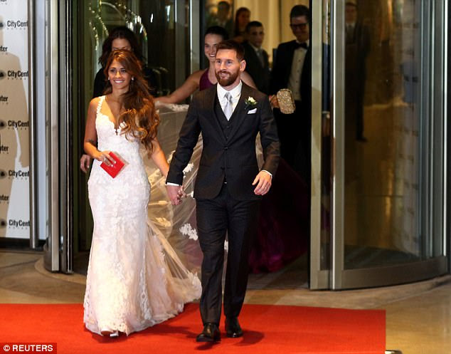 The pair walked out to greet the cameras after marrying at the City Center Rosario complex