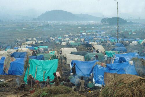 Extensos campos de refugiados posteriores al genocidio Ruandes
