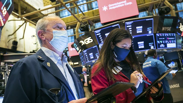 Stock futures pause following record start to month