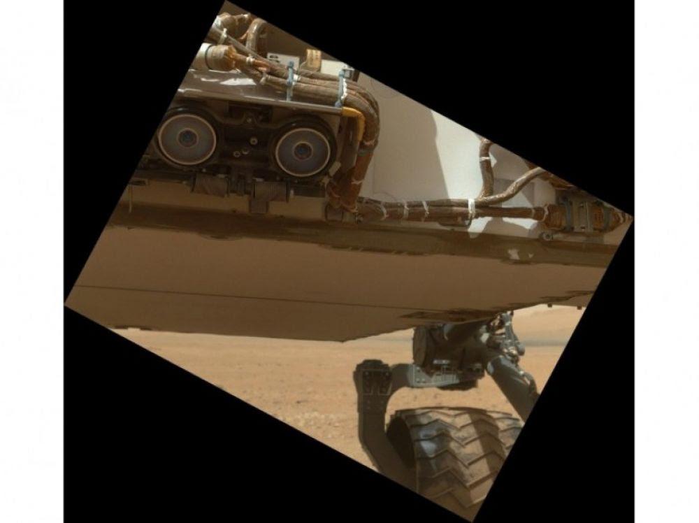 """Résultat de recherche d'images pour """"Curiosity a des caméras pour détecter les obstacles"""""""