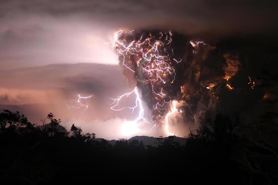 Thunderstorm and Chaiten volcanic plume, (C) 2008 UPI