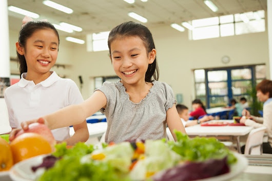 School Lunch Share Tables Fight Food Waste and Hunger | Civil Eats