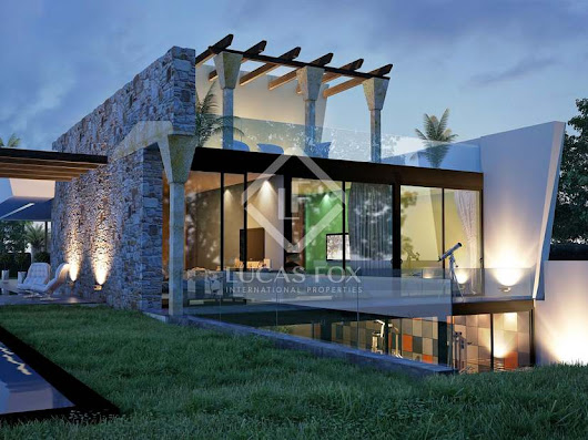 Very modern 4-bedroom villa for sale in Nueva Andalucia with pool.