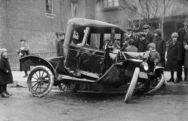 perierga.gr - Το πρώτο θανατηφόρο τροχαίο στην Ελλάδα έγινε όταν υπήρχαν μόλις 7 αυτοκίνητα!