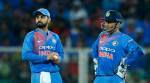 Shastri defends Dhoni: 'Duty of team to back him'