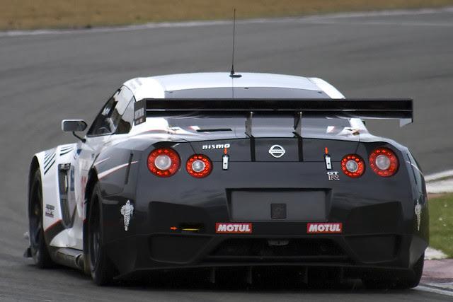 Race Cars - FIA GT European Championship 2009 - Nissan GT-R - Michael Krumm & Darren Turner - 35 - Nissan Motorsports - Round 1 - 090503 - Silverstone - StevenGray - IMG_0229