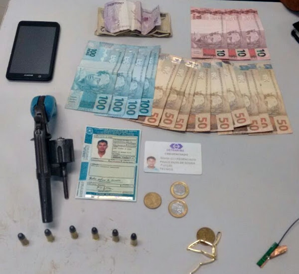 Arma e Dinheiro