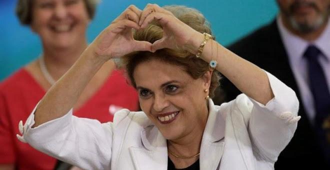 La presidenta brasileña, Dilma Rousseff, gesticula durante un acto con profesores y estudiantes. - EFE