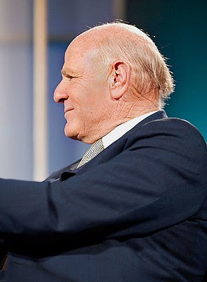 Barry Diller planned on anchoring a new Paramo...