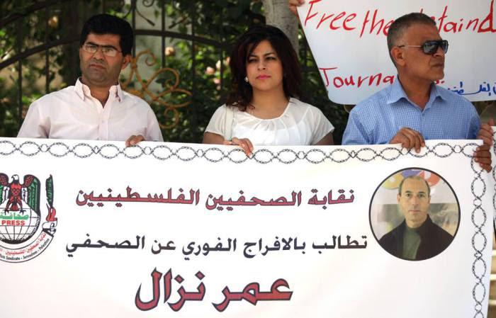 """In arabo: """"Il sindacato dei giornalisti palestinesi chiede l'immediato rilascio di Omar Nazzal"""""""