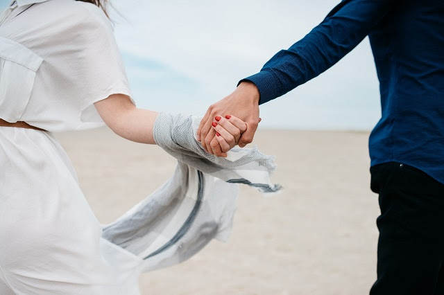Menjadi pasangan tak selalu identik dengan berduaan Kala Bung dan Si Nona Terpisah Jarak, Ada Beberapa Hal yang Dapat Dijadikan Semangat