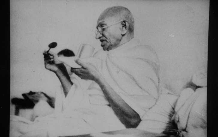 Gandhi_fasting_at_Rajkot