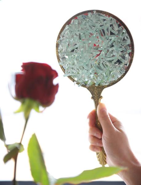Larmes-sur-un-miroir2