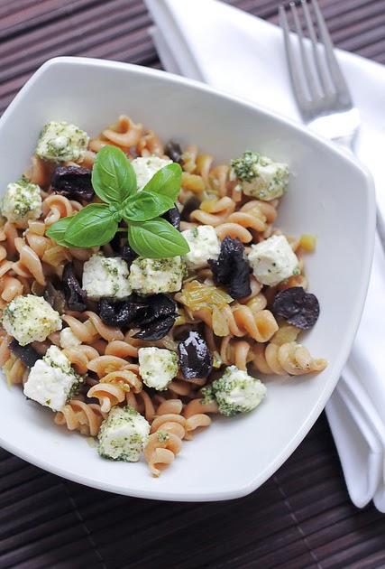 SaladPride: Feta, Pesto and Black Olives Pasta