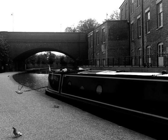 Bleak Bridge, ahol Ash és Natalie először találkoztak.  Nézd, Bogár uszály!