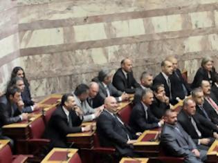 Φωτογραφία για Εγέρθησαν όλοι οι βουλευτές για το κοράνι… Πλην των 21 της Χρυσής Αυγής