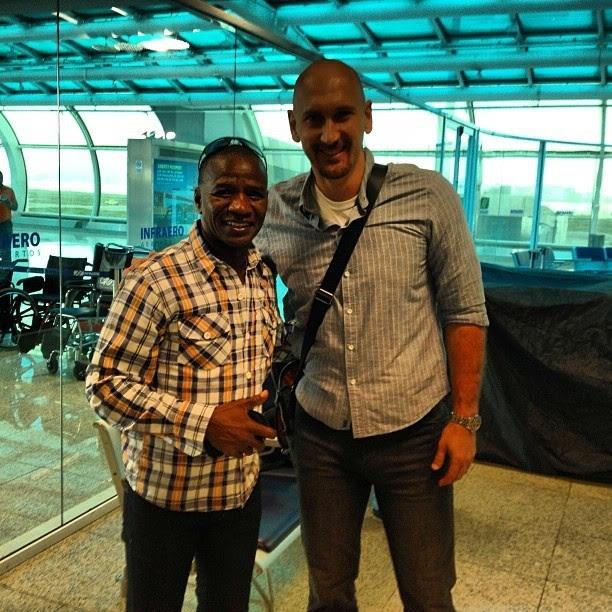 Nalbert e Adílio se encontram no aeroporto (Foto: Reprodução Redes Sociais)