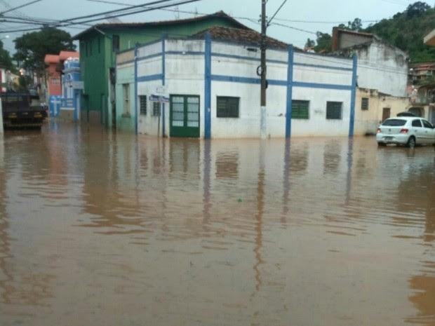 Chuva em Paraibuna (Foto: Luiz Rodrigues/Vanguarda Repórter)