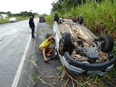 Veículo gol ficou destruído após o acidente (Foto: Ubatã Notícias)