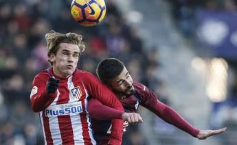 Griezmann em ação pelo Atlético de Madrid diante do Eibar (Foto: Reuters)